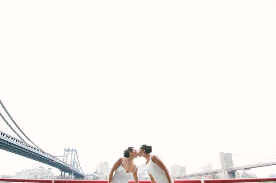 kissing under bridges manhattan brooklyn